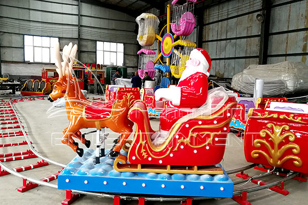 Buy the Christmas Themed Amusement Train Rides for Sale Manufactured in Dinis Plant for Carnivals!
