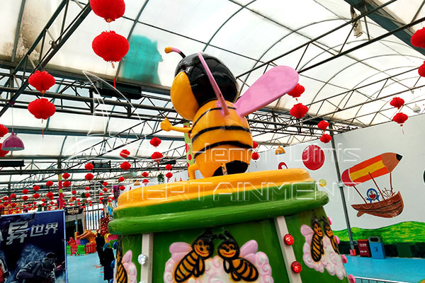 Mobile Kids Fairground Self-control Bee Rides Displayed in the Exhibition Hall of Dinis