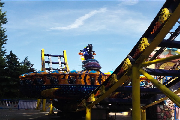 Exciting Amusement Park Extreme Frisbee Rides with High-quality Materials Produced by Dinis Are Safe for Riders