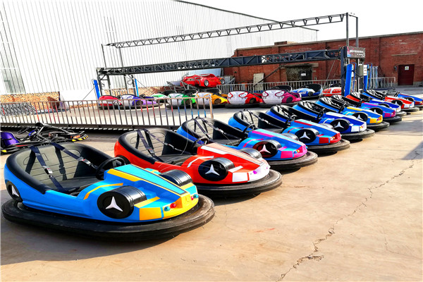 The Portable Dodgem Cars with Colorful Lights can Bring Thrilling Feelings to Players in Amusement Parks and Playgrounds